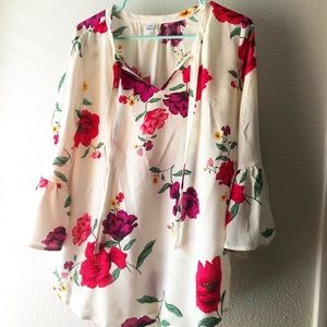 Old Navy gorgeous pearl white floral blouse Sz M